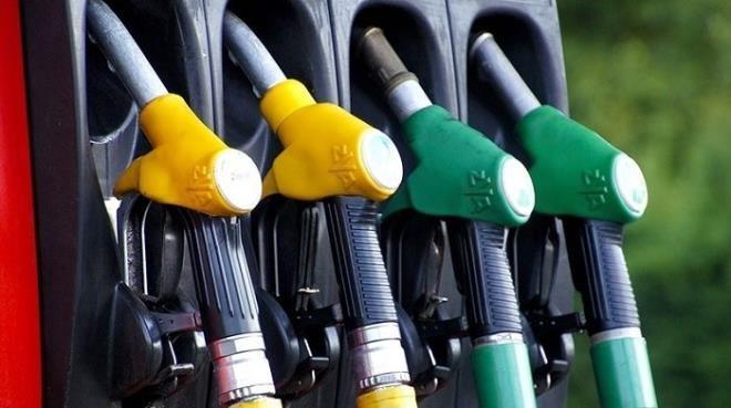 Photo of التخفيض في اسعار البنزين والغازوال بنسبة 1،5 بالمائة