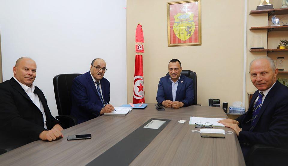 Photo of لقاء بين شرف الدين و وزير الشباب و الرياضة الساحلي حول أشغال ملعب الاولمبي بسوسة
