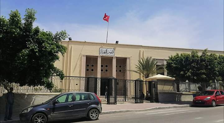 Photo of سوسة: سقوط مروحة في محكمة الابتدائية تحيل 2 انفار على المستشفى