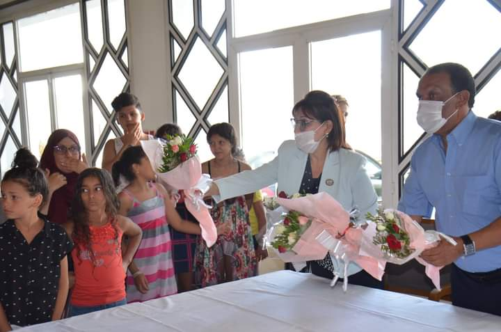 Photo of سوسة: والية تزور عائلات شهداء الامن الرئاسي