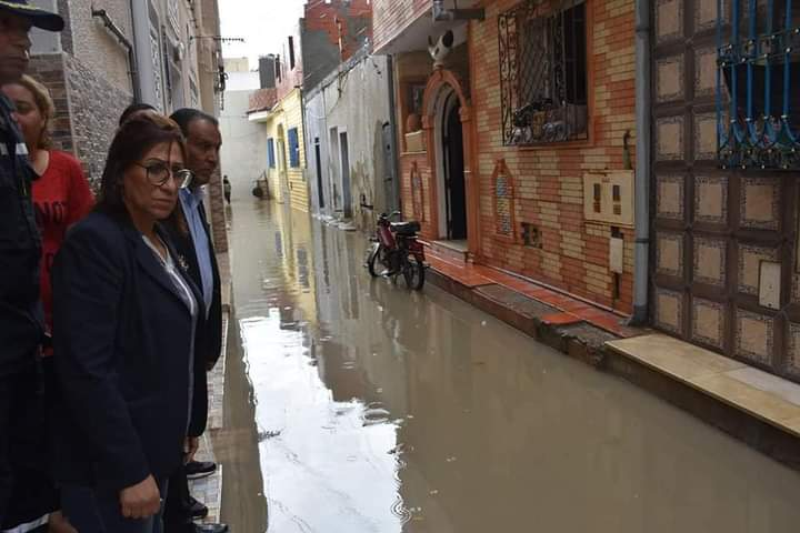 Photo of والية سوسة تعاين بعض المنازل والاحياء المتضررة جراء هطول الأمطار